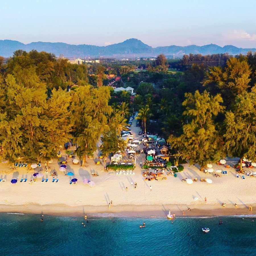 De grens tussen Layan Beach en Bang Tao Beach op Phuket (Bij Hugo Hut)