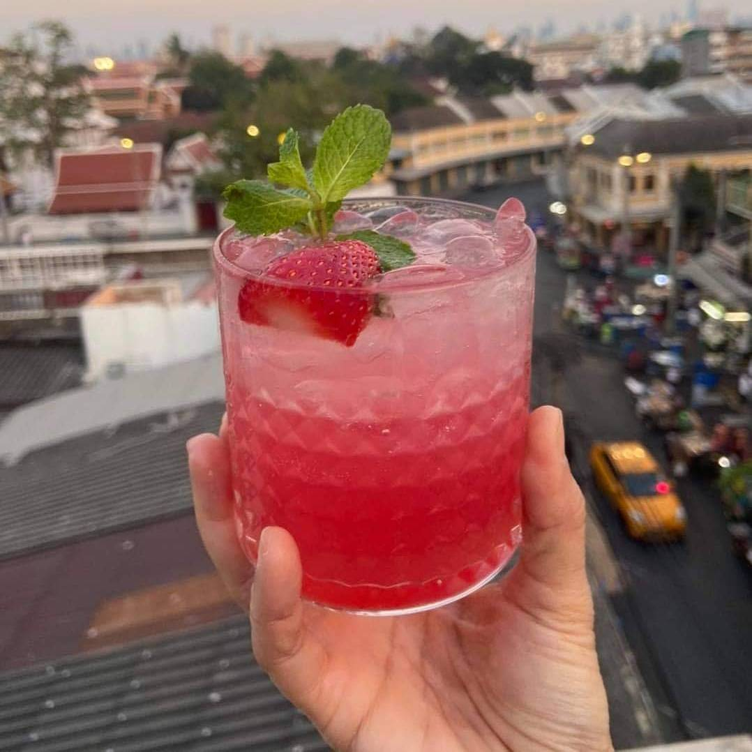 Cocktail at At-Mosphere Rooftop Cafe in Old Town Bangkok