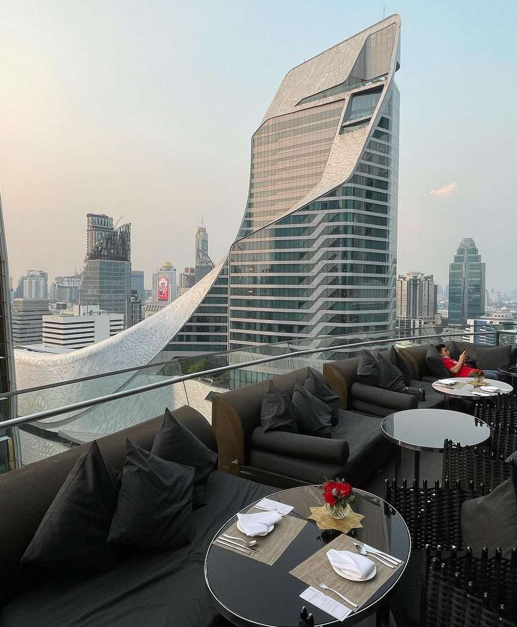 Uitzocht vanaf Up & Above Restaurant and Bar (The Okura Prestige)