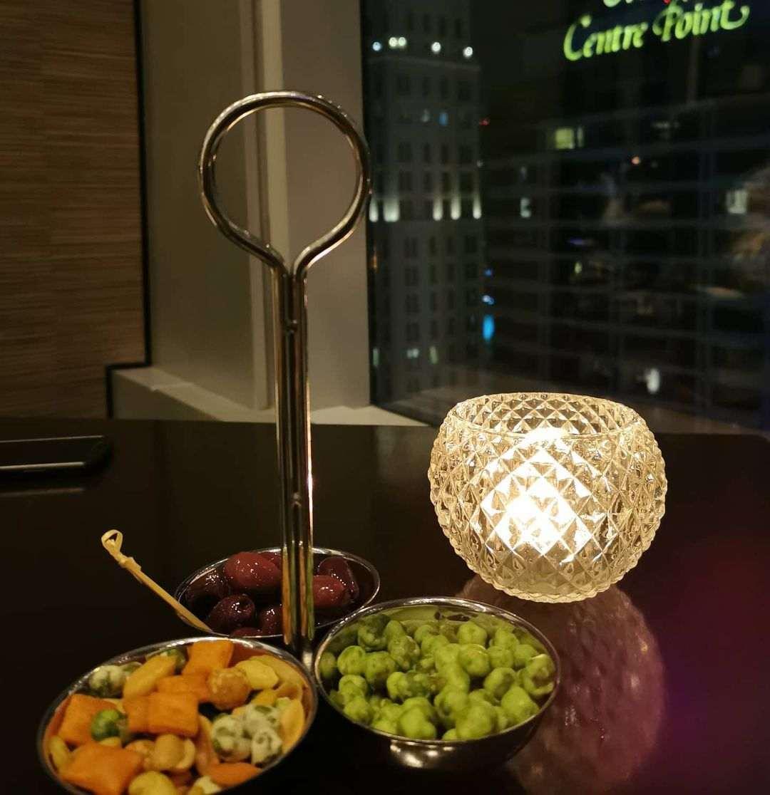 Nootjes bij Up & Above Restaurant and Bar (The Okura Prestige)