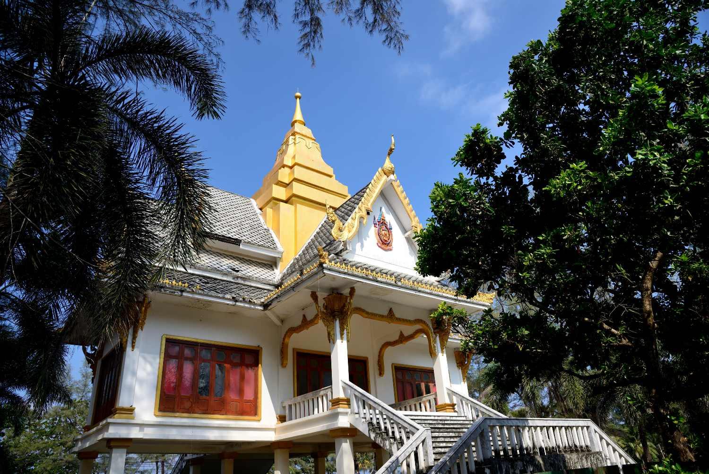 De Surin Beach Tempel op Phuket