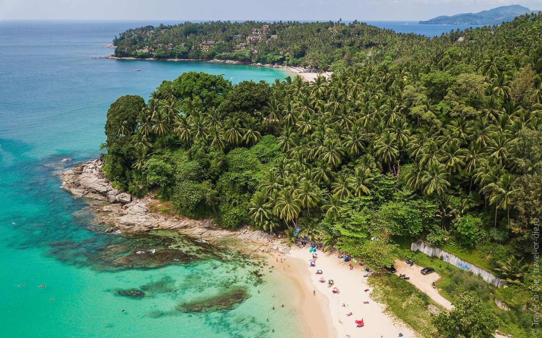 Bij de rotsen aan de noordkant van Surin Beach kun je goed snorkelen