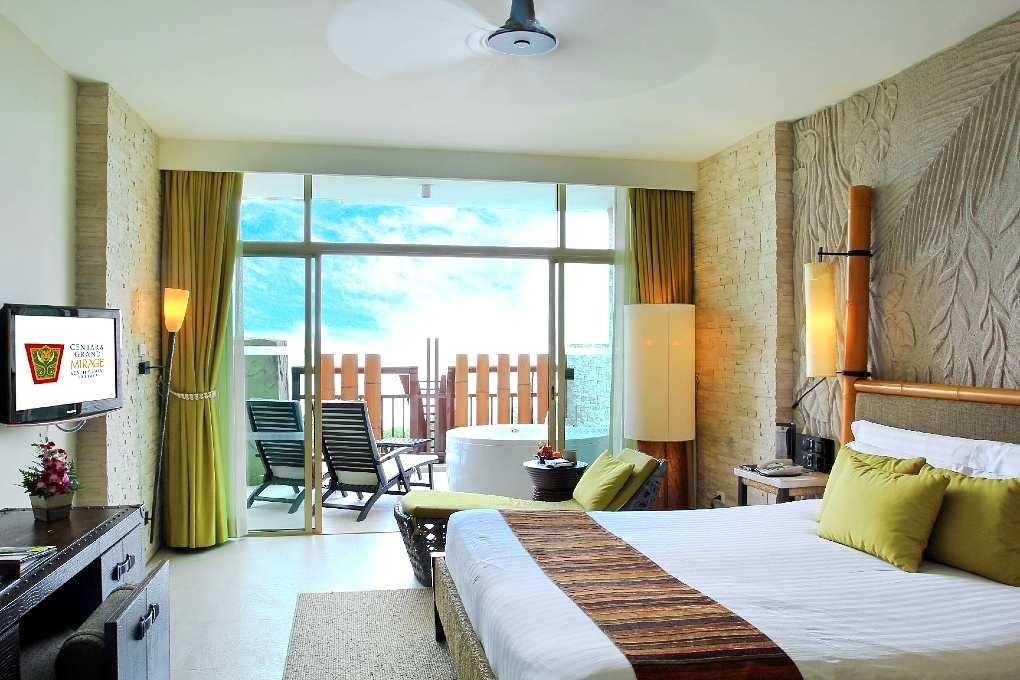Hotelkamer met bad op het balkon
