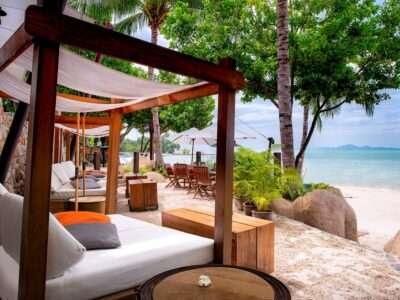 Luxury 5 Star Resort With Sunbeds On The Beach Of Pattaya