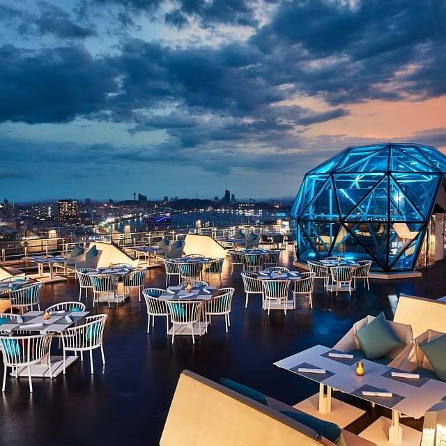 Sky bar met uitzicht op Pattaya