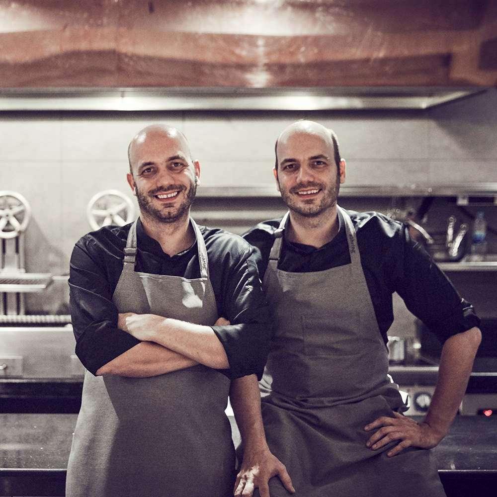 Mathias en Thomas Suhring in de keuken van PRU op Phuket