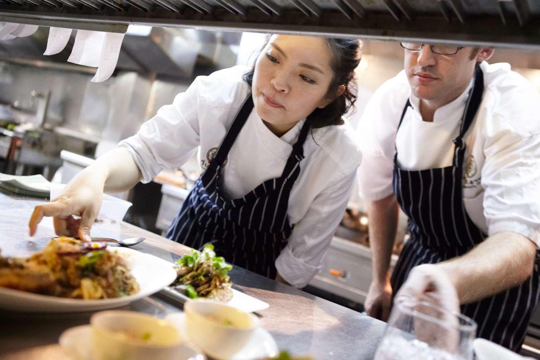 Bo en Lan in de keuken van Bo.lan in Bangkok
