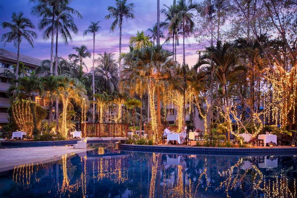Buiten eten bij het Novotel Phuket Surin Beach Resort