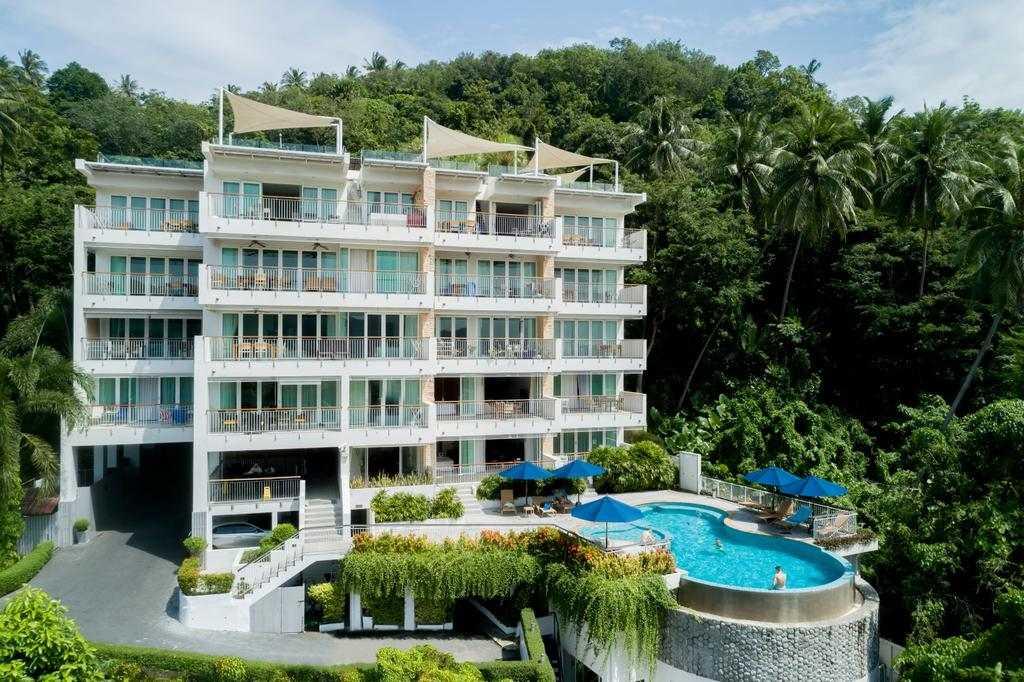 Het appartementencomplex van Surin Park ni de buurt van Surin Beach op Phuket, Thailand