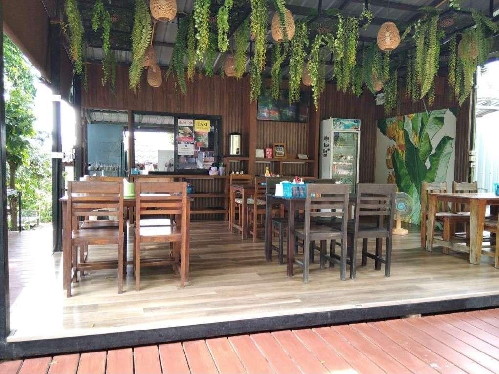Butterfly Restaurant in de buurt van Surin Beach op Phuket, Thailand