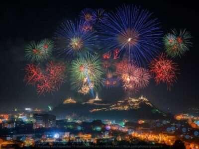 Kao Wang Vuurwerk, Het Jaarlijkse Festival Van De Provincie Phetchaburi In Thailand