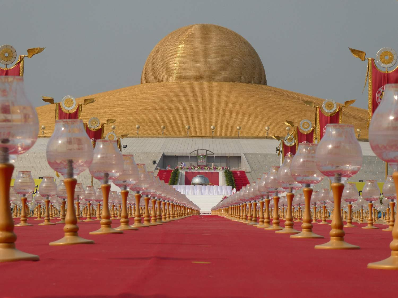 de Wat Phra Dhammakaya overdag in Thailand