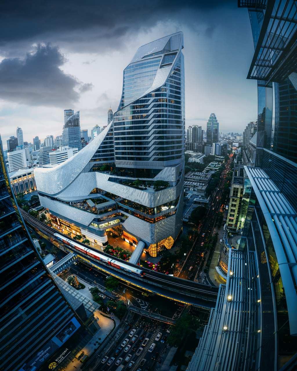 Uitzicht vanaf Up & Above, de sky bar van The Okura Prestige in Bangkok