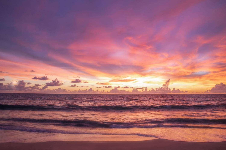 Zonsondergang aan Bang Tao Beach op Phuket