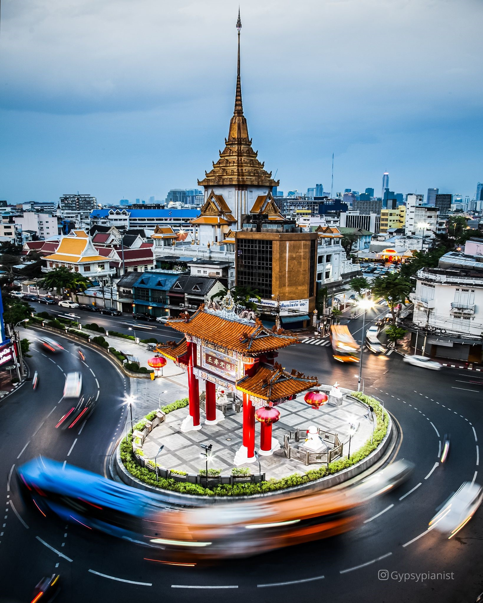Traffic circle at Chinatown in Bangkok