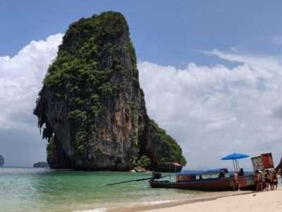 Longtailbootje Die Eten En Drinken Verkoopt Op Phra Nang Beach In Railay