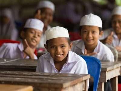 Islamitische Jongens Hebben Het Naar Hun Zin In Hun Klas In Nakhon Si Thammarat, Thailand